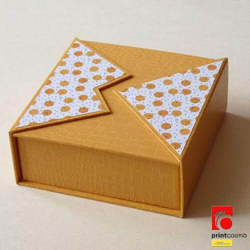 Clam shell boxes